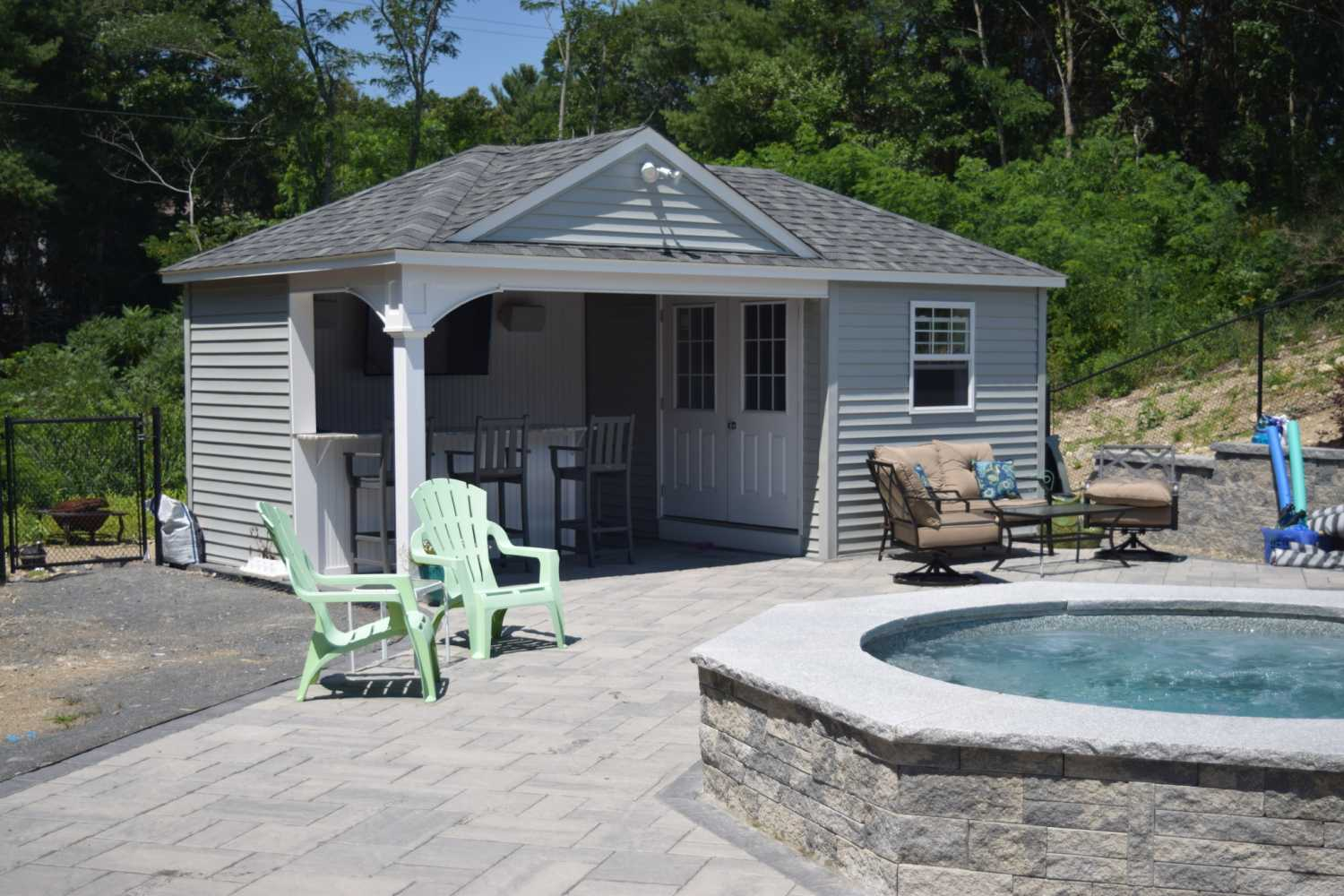 Pool houses baystate outdoor personia for Pool house modulare